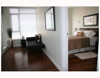 """Photo 10: 802 2055 YUKON Street in Vancouver: Mount Pleasant VW Condo for sale in """"MONTREUX"""" (Vancouver West)  : MLS®# V731923"""
