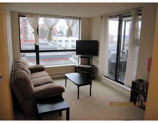 """Photo 3: 605 833 AGNES Street in New Westminster: Downtown NW Condo for sale in """"THE NEWS"""" : MLS®# V803624"""