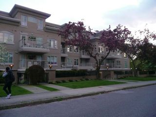 """Photo 3: 208 2490 W 2ND Avenue in Vancouver: Kitsilano Condo for sale in """"THE TRINITY"""" (Vancouver West)  : MLS®# V766577"""
