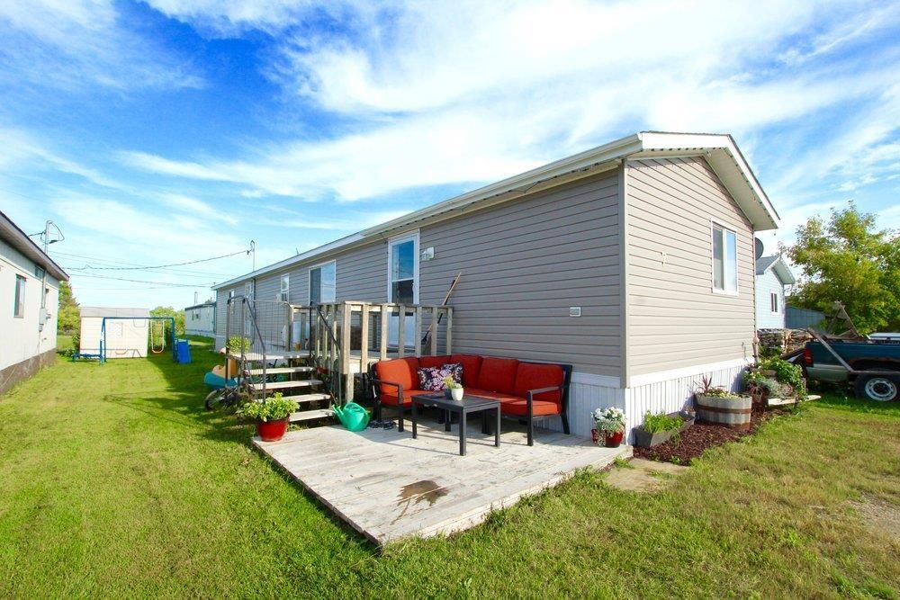 Main Photo: 7 Woodlands Trailer Court Road: Woodlands Residential for sale (R12)  : MLS®# 202108639