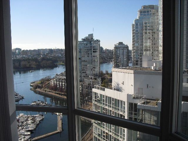 """Main Photo: 2006 1077 MARINASIDE Crescent in Vancouver: Yaletown Condo for sale in """"MARINASIDE RESORT"""" (Vancouver West)  : MLS®# R2074726"""