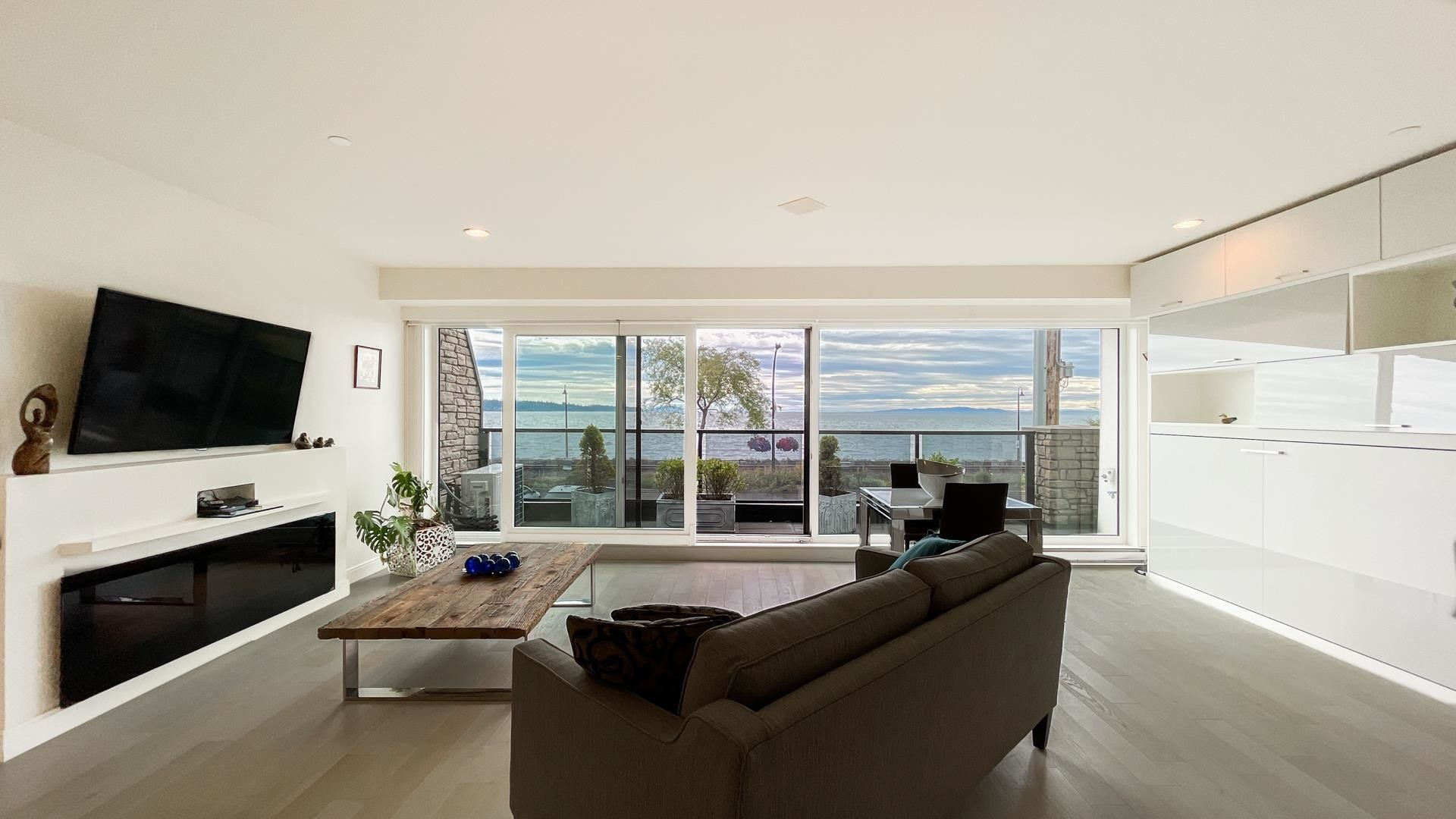 """Main Photo: 201 15581 MARINE Drive: White Rock Condo for sale in """"WAVES ON MARINE"""" (South Surrey White Rock)  : MLS®# R2608896"""