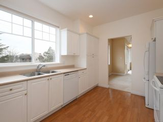 Photo 8: 301 9950 Fourth St in : Si Sidney North-East Condo for sale (Sidney)  : MLS®# 867374