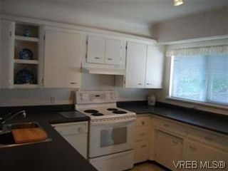Photo 3: 1978 Carnarvon Street in VICTORIA: SE Camosun Single Family Detached for sale (Saanich East)  : MLS®# 294994