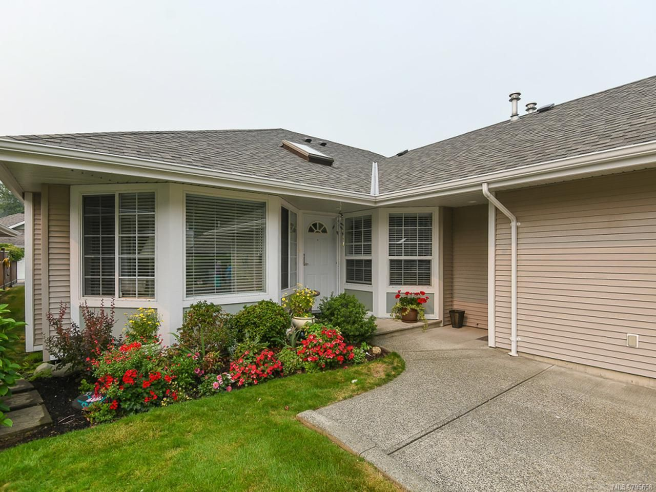 Main Photo: 16 2010 20th St in COURTENAY: CV Courtenay City Row/Townhouse for sale (Comox Valley)  : MLS®# 795658