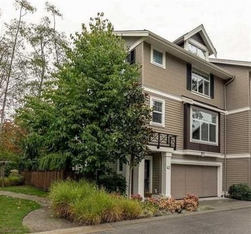 Main Photo: : Townhouse for sale : MLS®# R2316580