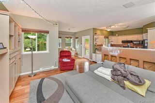 Photo 9: 102 Stoneridge Close in VICTORIA: VR Hospital House for sale (View Royal)  : MLS®# 841008