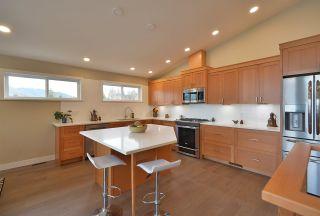 Photo 7: 6532 N GALE AVENUE in Sechelt: Sechelt District House for sale (Sunshine Coast)  : MLS®# R2554802