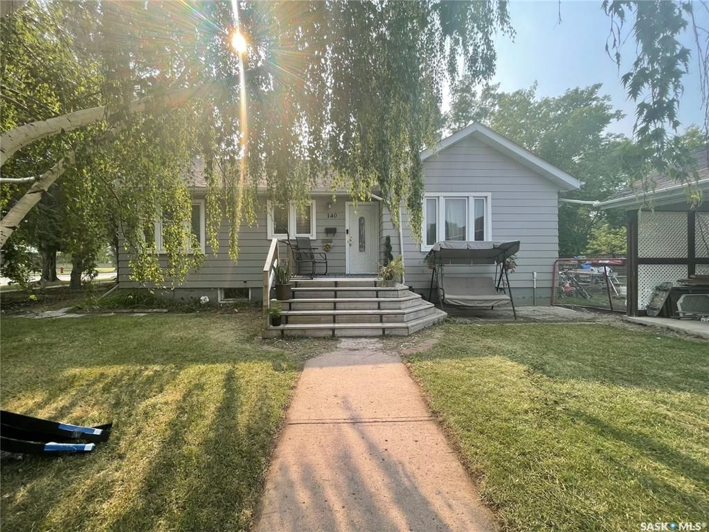 Main Photo: 140 8th Avenue in Canora: Residential for sale : MLS®# SK870239