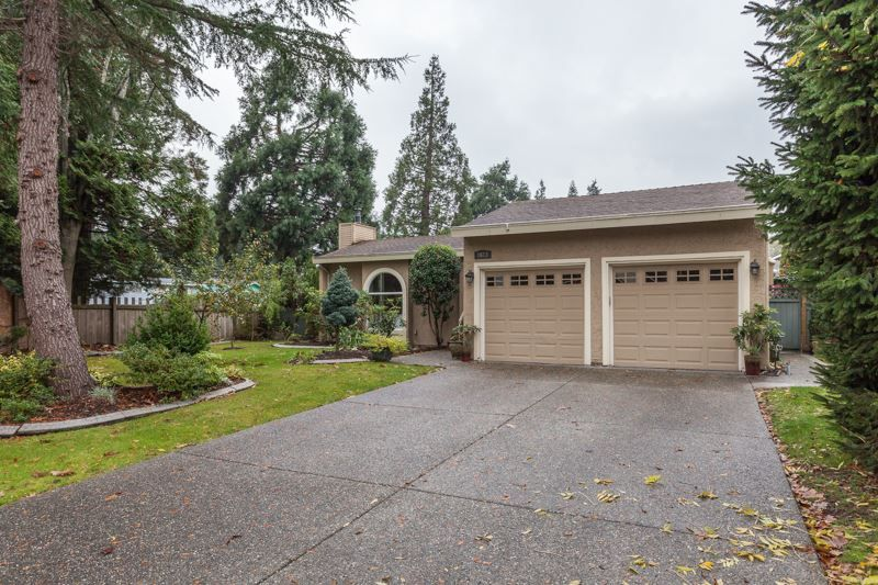 Main Photo: 1613 142 STREET in Surrey: Sunnyside Park Surrey House for sale (South Surrey White Rock)  : MLS®# R2030675