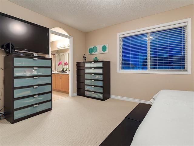Photo 24: Photos: 40 COUGARSTONE Manor SW in Calgary: Cougar Ridge House for sale : MLS®# C4087798