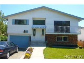 Photo 1:  in VICTORIA: Vi Oaklands House for sale (Victoria)  : MLS®# 473735