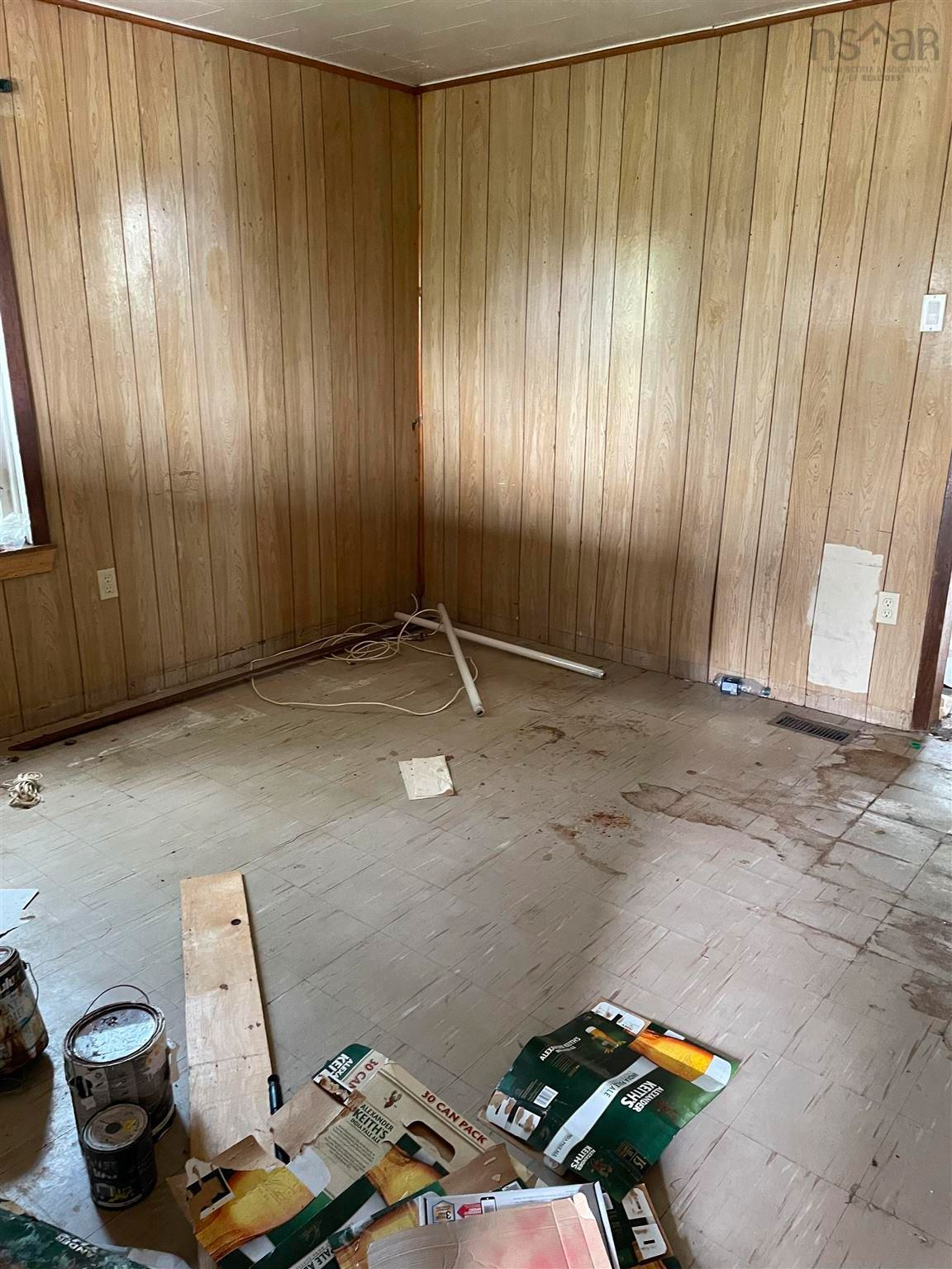Photo 14: Photos: 112 holland Street in Reserve Mines: 203-Glace Bay Residential for sale (Cape Breton)  : MLS®# 202120364
