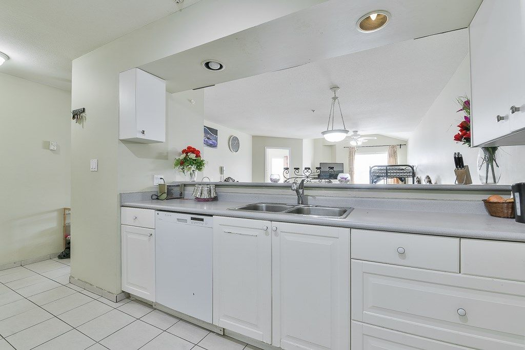 "Photo 5: Photos: 313 12739 72 Avenue in Surrey: West Newton Condo for sale in ""NEWTON COURT"" : MLS®# R2293338"