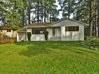 Photo 1: 536 Acland Ave in VICTORIA: Co Wishart North House for sale (Colwood)  : MLS®# 804616