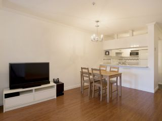 """Photo 6: 307 3638 W BROADWAY Street in Vancouver: Kitsilano Condo for sale in """"CORAL COURT"""" (Vancouver West)  : MLS®# R2354211"""