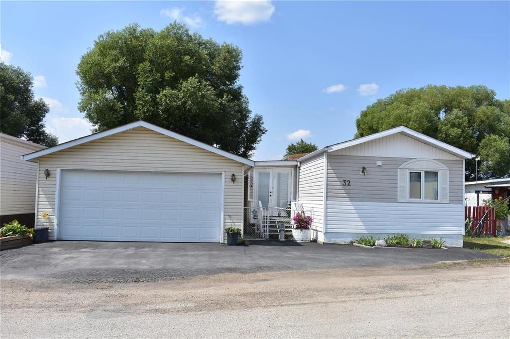 Main Photo: 32 Delta Crescent in St Clements: Pineridge Trailer Park Residential for sale (R02)  : MLS®# 202117671