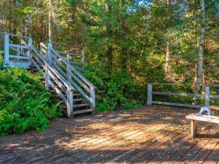 """Photo 8: 13702 CAMP BURLEY Road in Garden Bay: Pender Harbour Egmont House for sale in """"Mixal Lake"""" (Sunshine Coast)  : MLS®# R2485235"""
