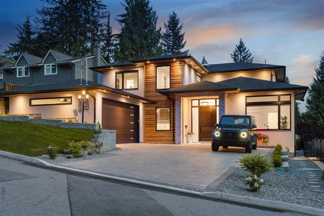 Main Photo: 895 PROSPECT Avenue in North Vancouver: Canyon Heights NV House for sale : MLS®# R2580632