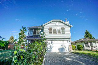 Photo 2: 9044 136B Street in Surrey: Bear Creek Green Timbers House for sale : MLS®# R2396586