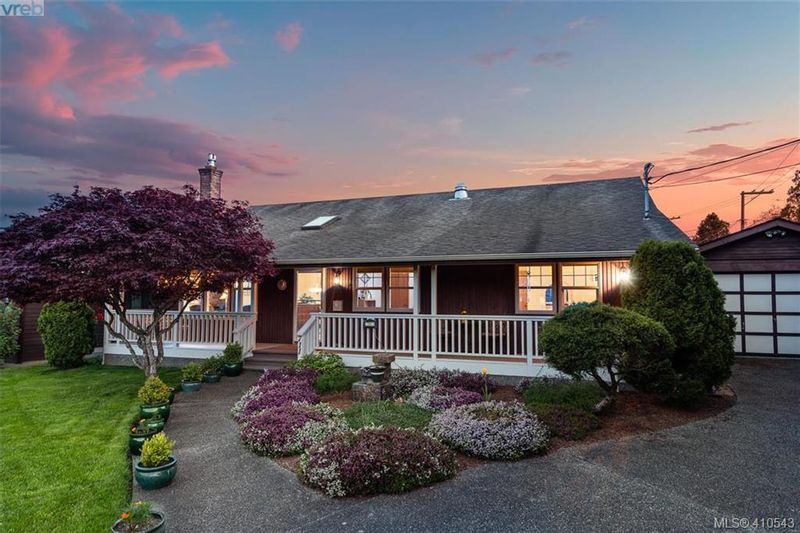 FEATURED LISTING: 711 Miller Ave VICTORIA