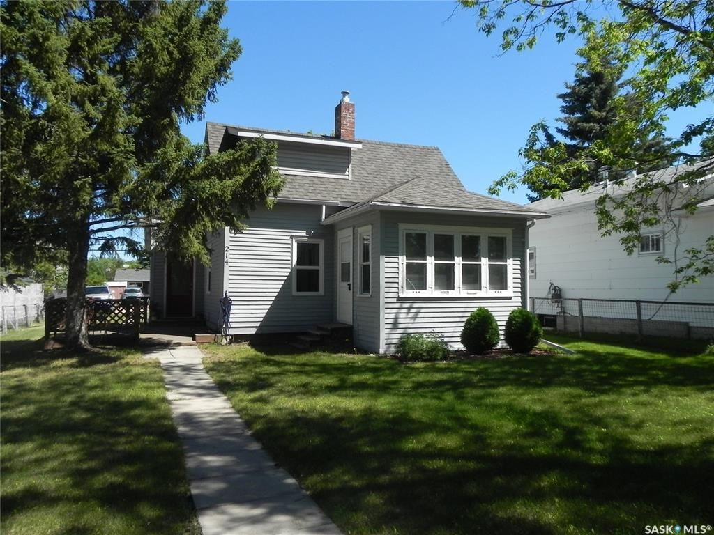 Main Photo: 214 3rd Avenue East in Watrous: Residential for sale : MLS®# SK819039