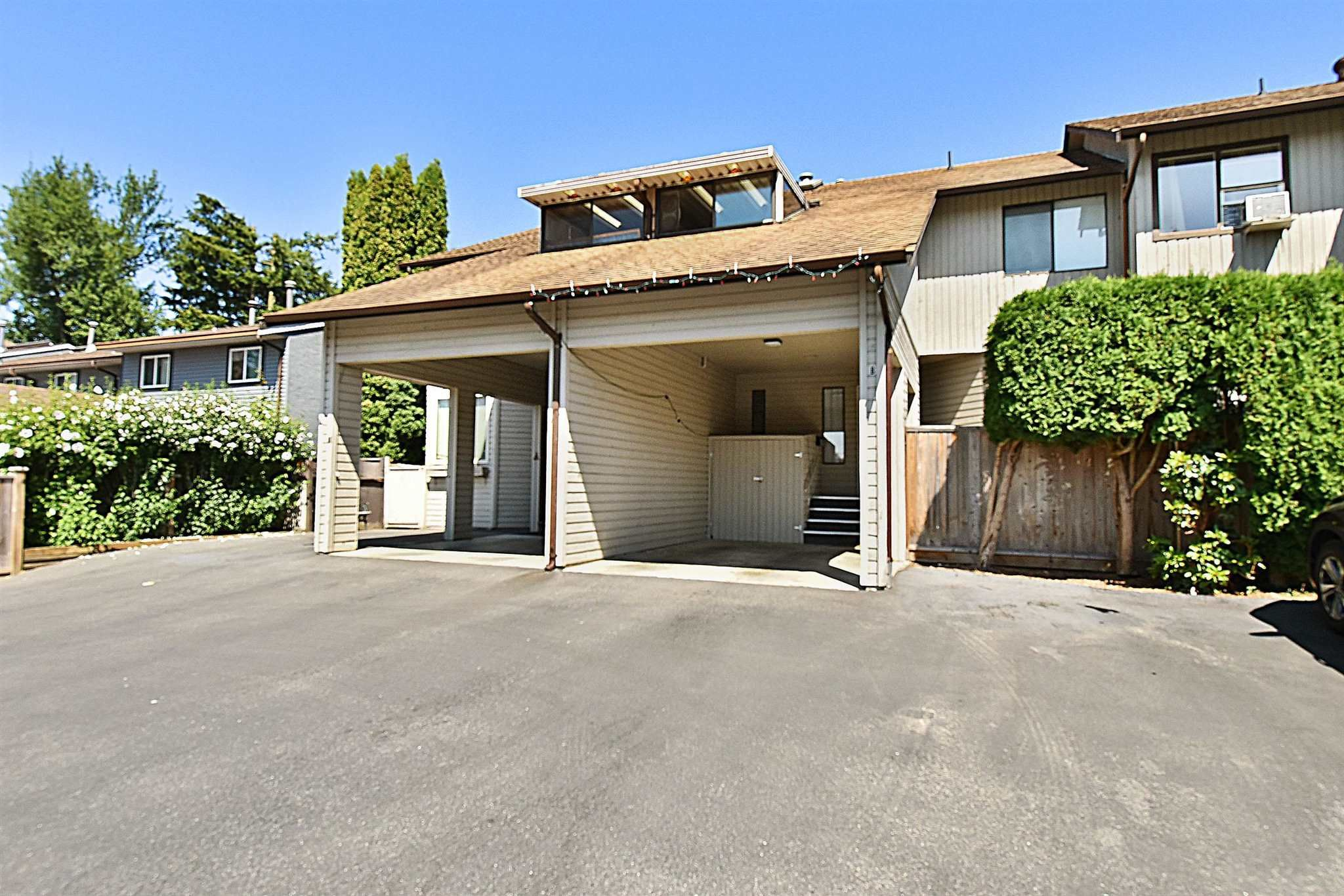 """Main Photo: B 33871 MARSHALL Road in Abbotsford: Central Abbotsford Townhouse for sale in """"MARSHALL HEIGHTS"""" : MLS®# R2605692"""