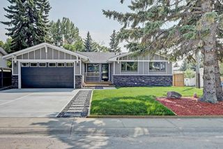 Photo 1: 3719 58 Avenue SW in Calgary: Lakeview House for sale : MLS®# C4165322