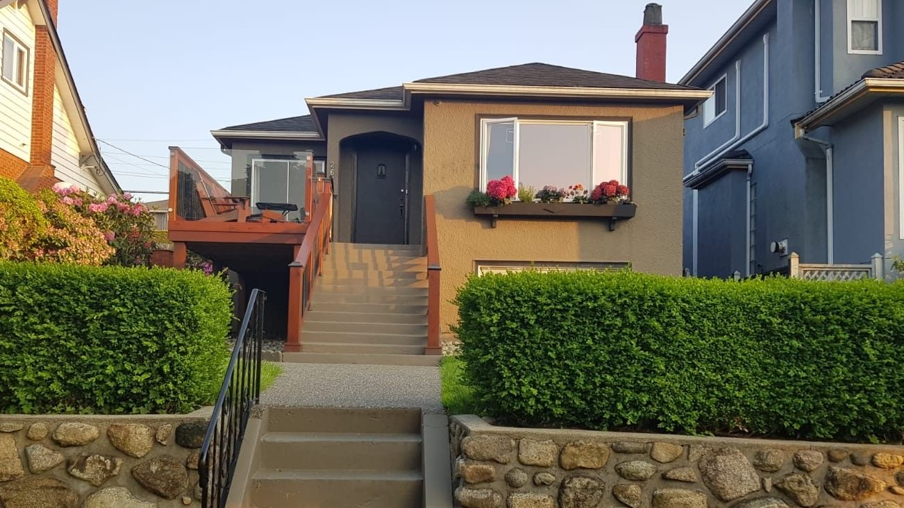 Main Photo: 2676 E 4TH Avenue in Vancouver: Renfrew VE House for sale (Vancouver East)  : MLS®# R2446937