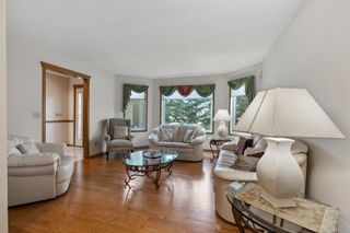 Photo 5: 927 Shawnee Drive SW in Calgary: Shawnee Slopes Detached for sale : MLS®# A1123376
