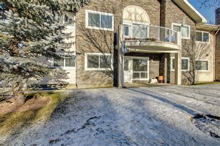 Photo 1: 6807 Pinecliff Grove NE in Calgary: Pineridge Row/Townhouse for sale : MLS®# A1121395