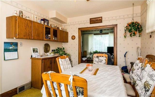 Photo 5: Photos: 262 Inkster Boulevard in Winnipeg: West Kildonan Residential for sale (4D)  : MLS®# 1722838