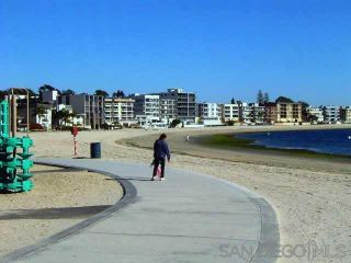 Photo 6: PACIFIC BEACH House for rent : 3 bedrooms : 1021 Reed Avenue in San Diego