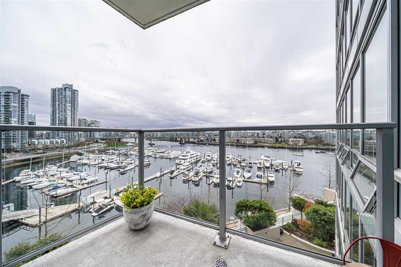Main Photo: 901 1228 Marinaside Crescent in Vancouver: Yaletown Condo for sale (Vancouver West)  : MLS®# R2562099