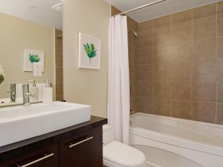 Photo 8: # PH2 1288 CHESTERFIELD AV in North Vancouver: Central Lonsdale Condo for sale : MLS®# V1123799