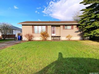 Photo 2: 405 McGillivray Street in Outlook: Residential for sale : MLS®# SK854940