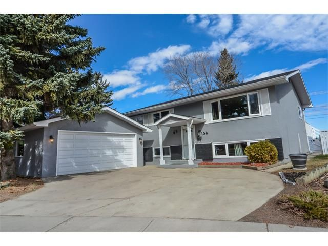 Main Photo: 156 MAPLE COURT Crescent SE in Calgary: Maple Ridge House for sale : MLS®# C4004256