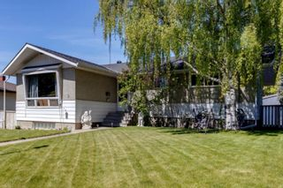 Photo 1: 9 Chisholm Crescent NW in Calgary: Charleswood Detached for sale : MLS®# A1115006