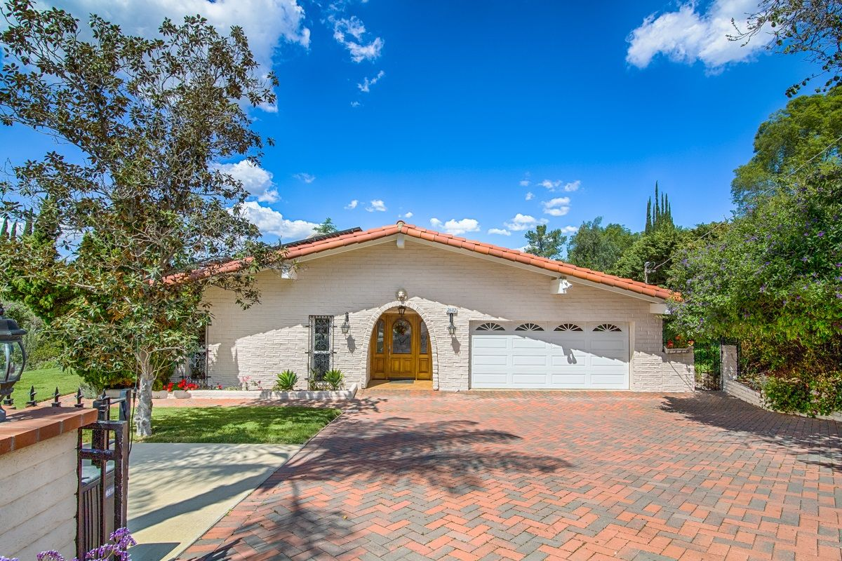 Main Photo: SOUTH ESCONDIDO House for sale : 3 bedrooms : 2602 Groton Place in Escondido