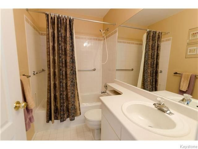 Photo 15: Photos: 650 Warde Avenue in Winnipeg: River Park South Condominium for sale (2F)  : MLS®# 1622113