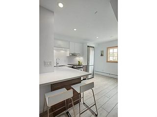 """Photo 5: A&B 120 W 17TH Street in North Vancouver: Central Lonsdale Condo for sale in """"THE OLD COLONOY"""" : MLS®# V1035638"""