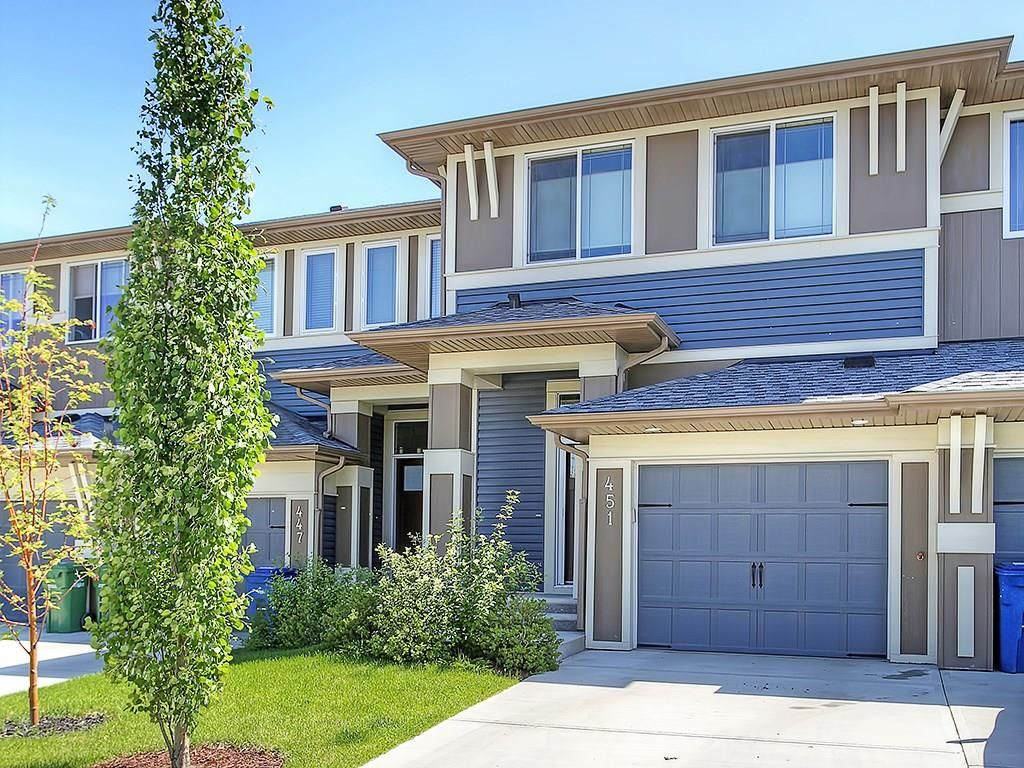 Main Photo: 451 HILLCREST Circle SW: Airdrie House for sale