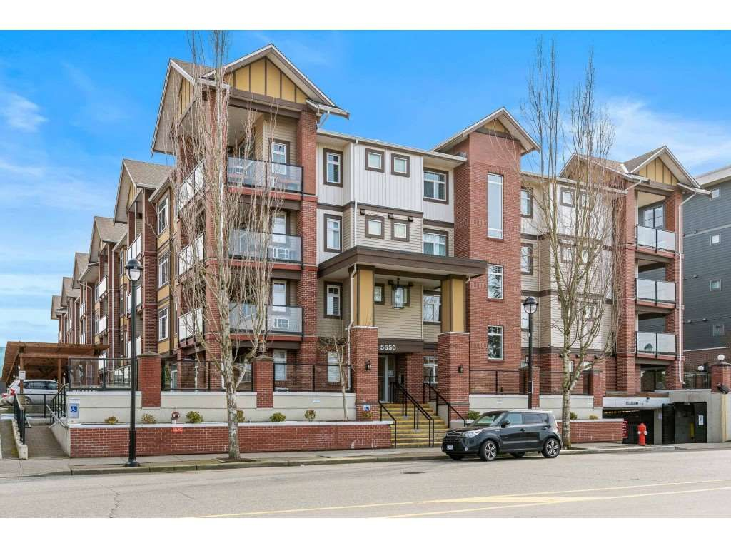 """Main Photo: 202 5650 201A Street in Langley: Langley City Condo for sale in """"Paddington Station"""" : MLS®# R2550549"""