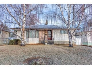 Photo 1: 2322 25 Avenue NW in Calgary: Banff Trail House for sale : MLS®# C4090538