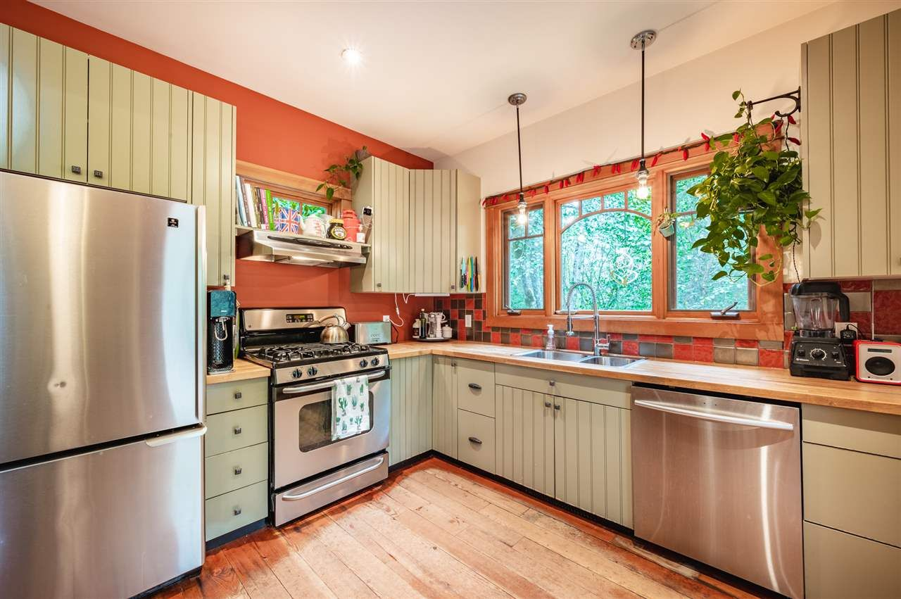 Photo 6: Photos: 41645 GOVERNMENT Road in Squamish: Brackendale House for sale : MLS®# R2515345