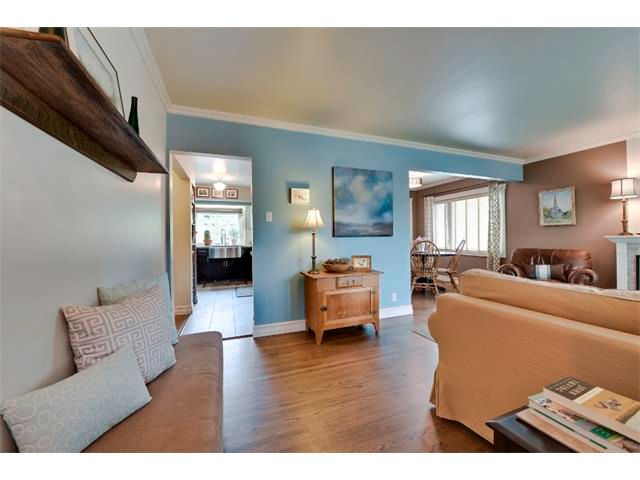 Photo 2: Photos: 5919 THORNTON Road NW in Calgary: Thorncliffe House for sale : MLS®# C4015197