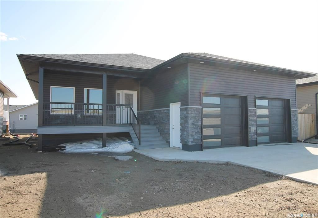 Main Photo: 312 Valley Pointe Way in Swift Current: Sask Valley Residential for sale : MLS®# SK833686