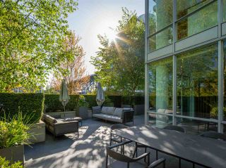 """Photo 2: TH103 633 KINGHORNE Mews in Vancouver: Yaletown Townhouse for sale in """"ICON II"""" (Vancouver West)  : MLS®# R2574326"""