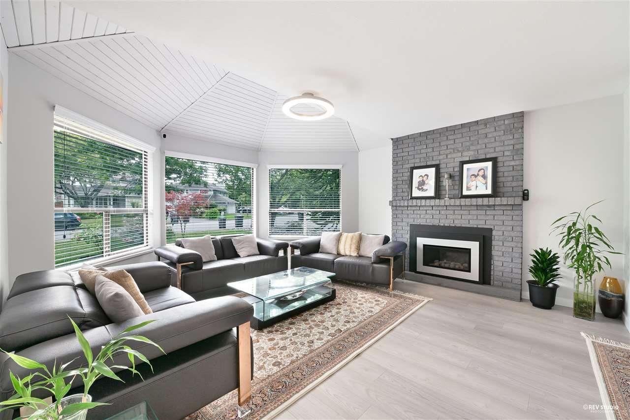 Photo 2: Photos: 15423 93 Avenue in Surrey: Fleetwood Tynehead House for sale : MLS®# R2488101