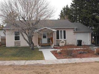 Photo 1: 5322 48 Avenue: Elk Point House for sale : MLS®# E4246700